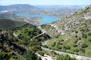 Afdaling Puerta las Palomas in Andalusie, Travelmoto motorriezen.