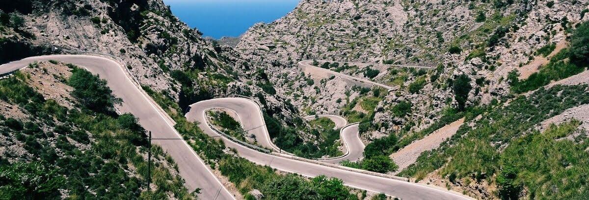 De weg naar La Calobra op Mallorca in Spanje.