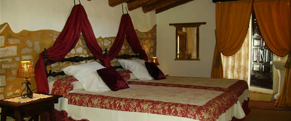 Hotel Boutique Condes Fúcares Slapen in een kingsize bed in Almaden!